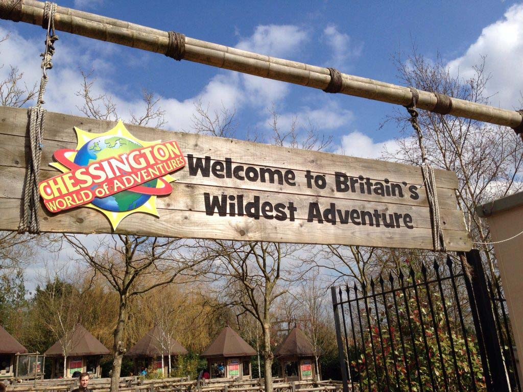 Chessington_World_of_Adventures_entrance_sign_and_logo